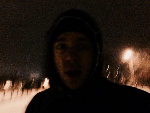 Добавьте к тёмному времени суток стоны зомби в ушах и бежать захочется всё быстрее.