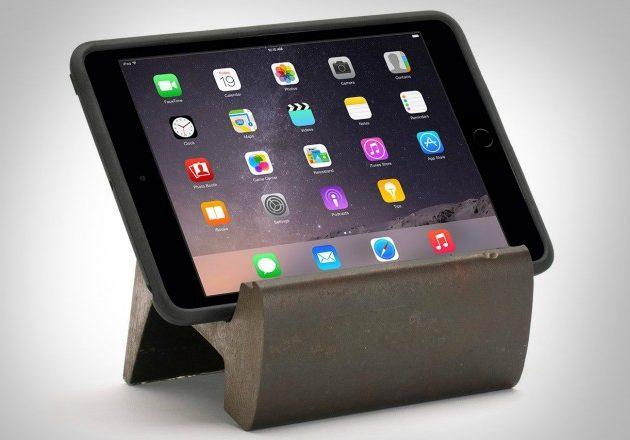 Подставка для планшета из рельс