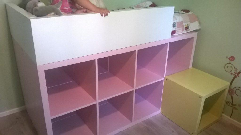 Как сделать двухъярусную детскую кровать из книжных полок