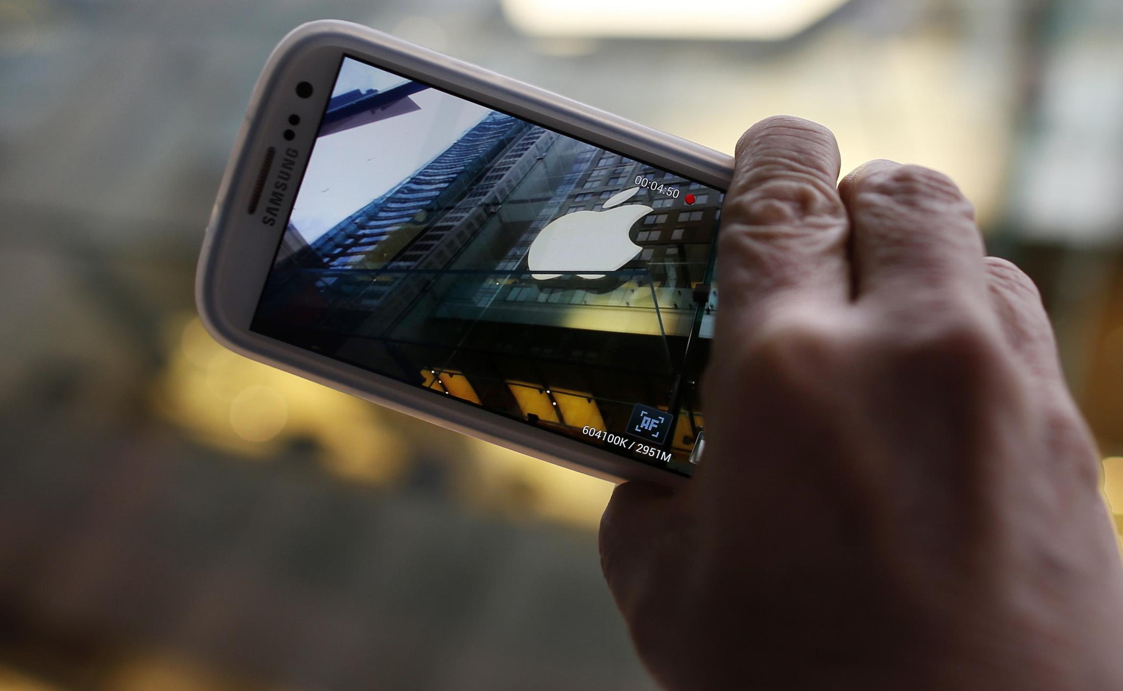 Apple готовится стать крупнейшим производителем смартфонов