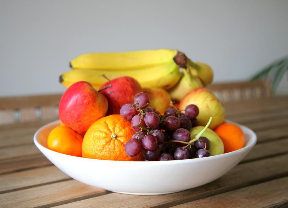 Ваза с фруктами на кухне - отличный способ скинуть несколько килограмм