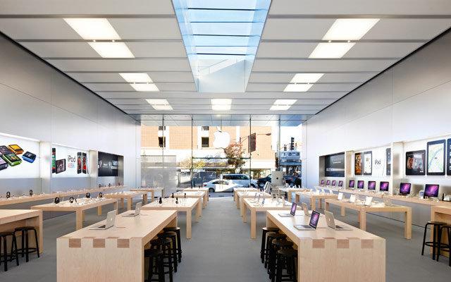 Джони Айв вместе с Анджелой Арендтс сделают редизайн магазинов Apple Store