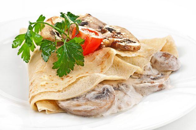 Блины с грибами и сырным соусом