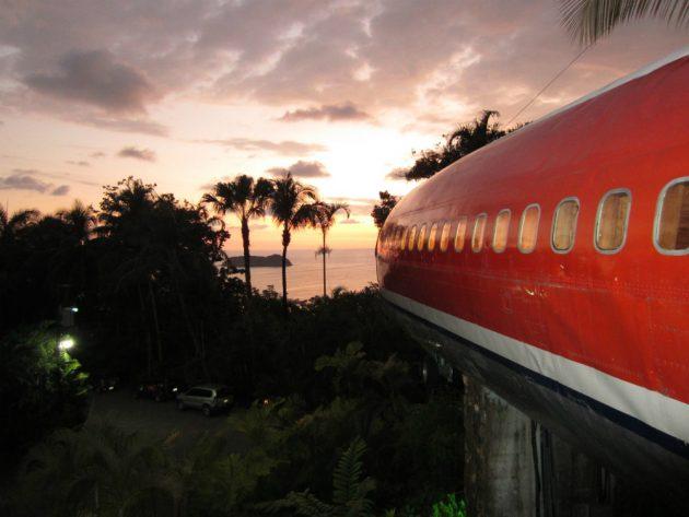 Один из номеров отеля Costa Verde представляет собой самолёт