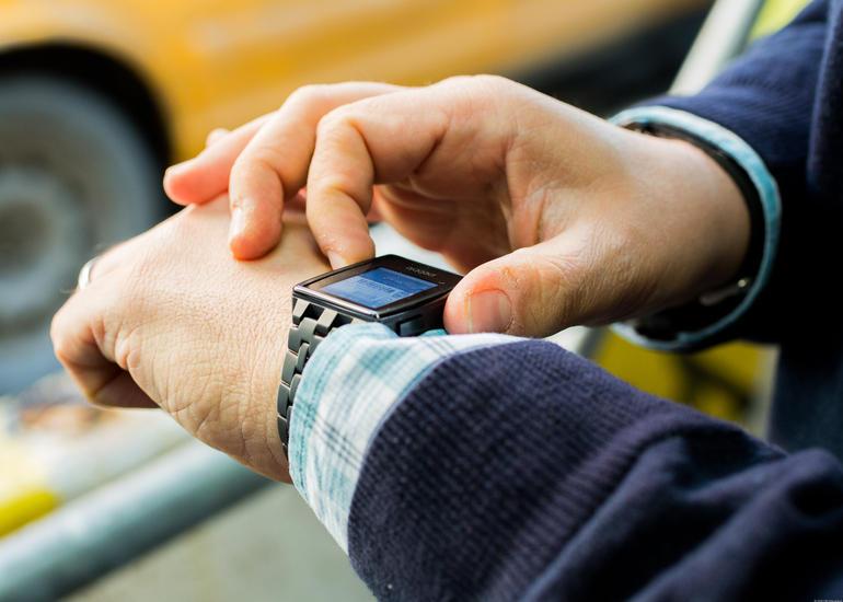 Интервью: CEO Pebble о том, как они собираются бороться с Watch и Android Wear