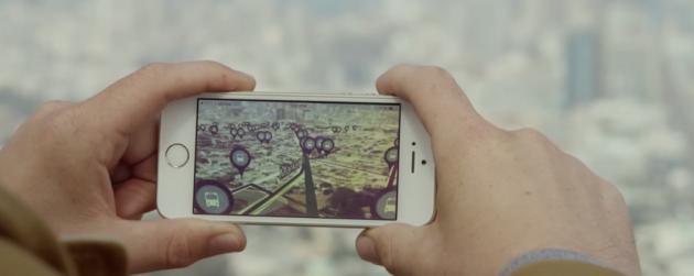 Urban Engines накладывает карту города поверх самого города на экране смартфона