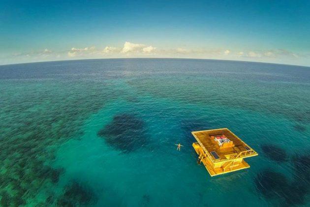 Подводная комната отеля The Manta Resort