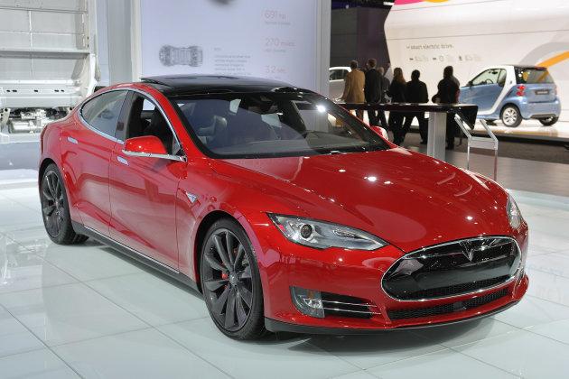 Электромобили Tesla через 3 месяца смогут ездить без водителя