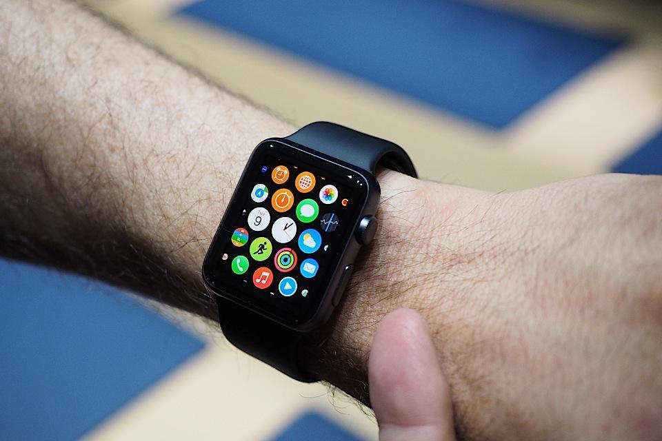 Продавцов из Apple Store научили правильно продавать Apple Watch
