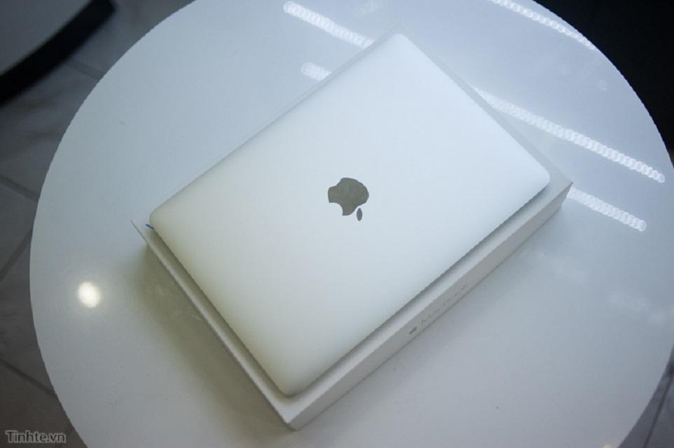 В Сети появилось видео распаковки нового MacBook с Retina-экраном