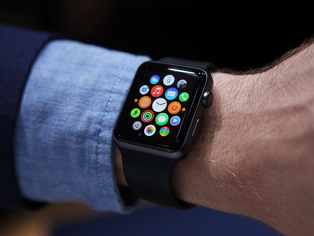 В первый день продаж Apple Watch заказали миллион человек