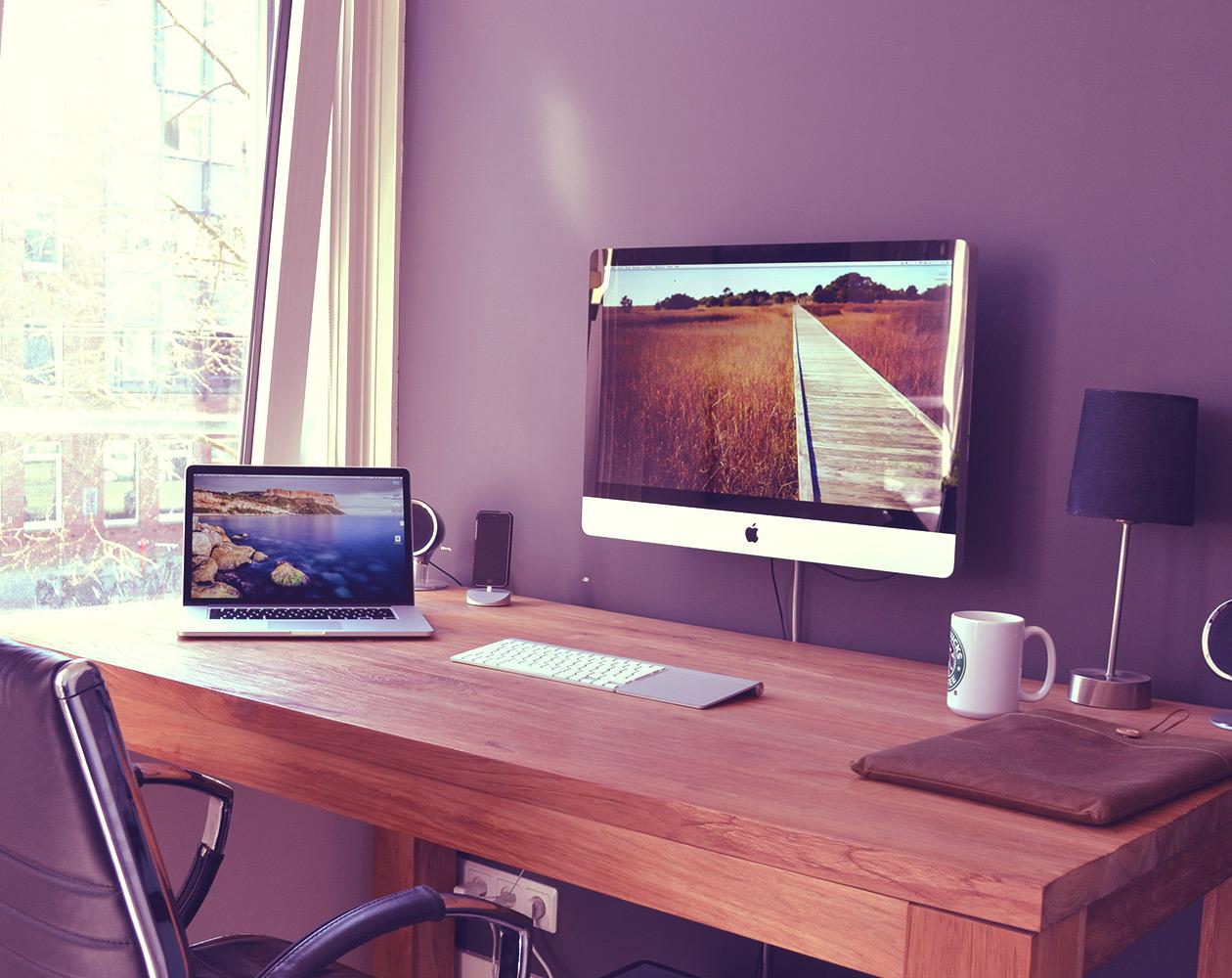 [Фотогалерея] Рабочие места в «яблочном» стиле
