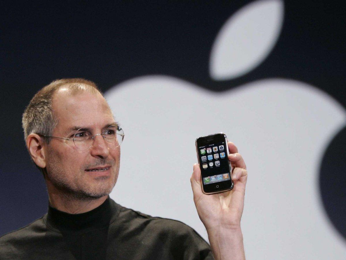Реакция людей на презентацию первого iPhone в 2007 году