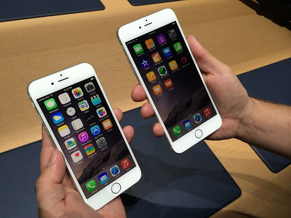 1-iPhone-6-Vs-iPhone-6-Plus-iPhone-6-Plus-Is-Too-Big-For-Most-People
