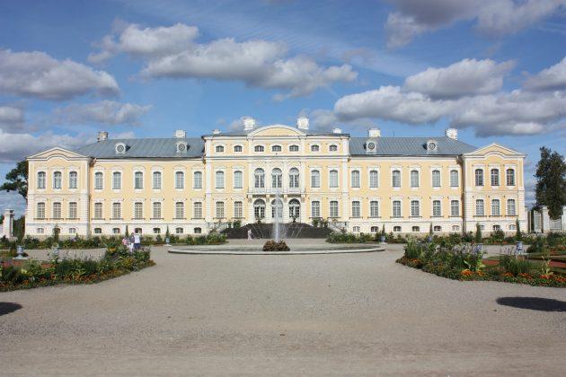 Рундальский дворец, Рига