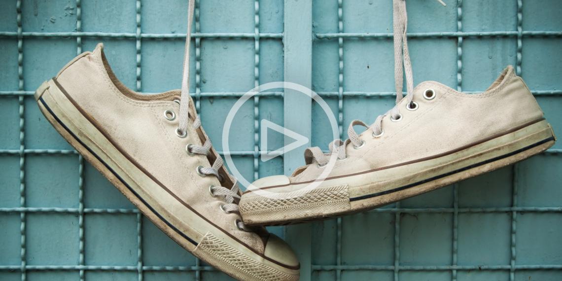 ВИДЕО: Завязываем шнурки по-украински