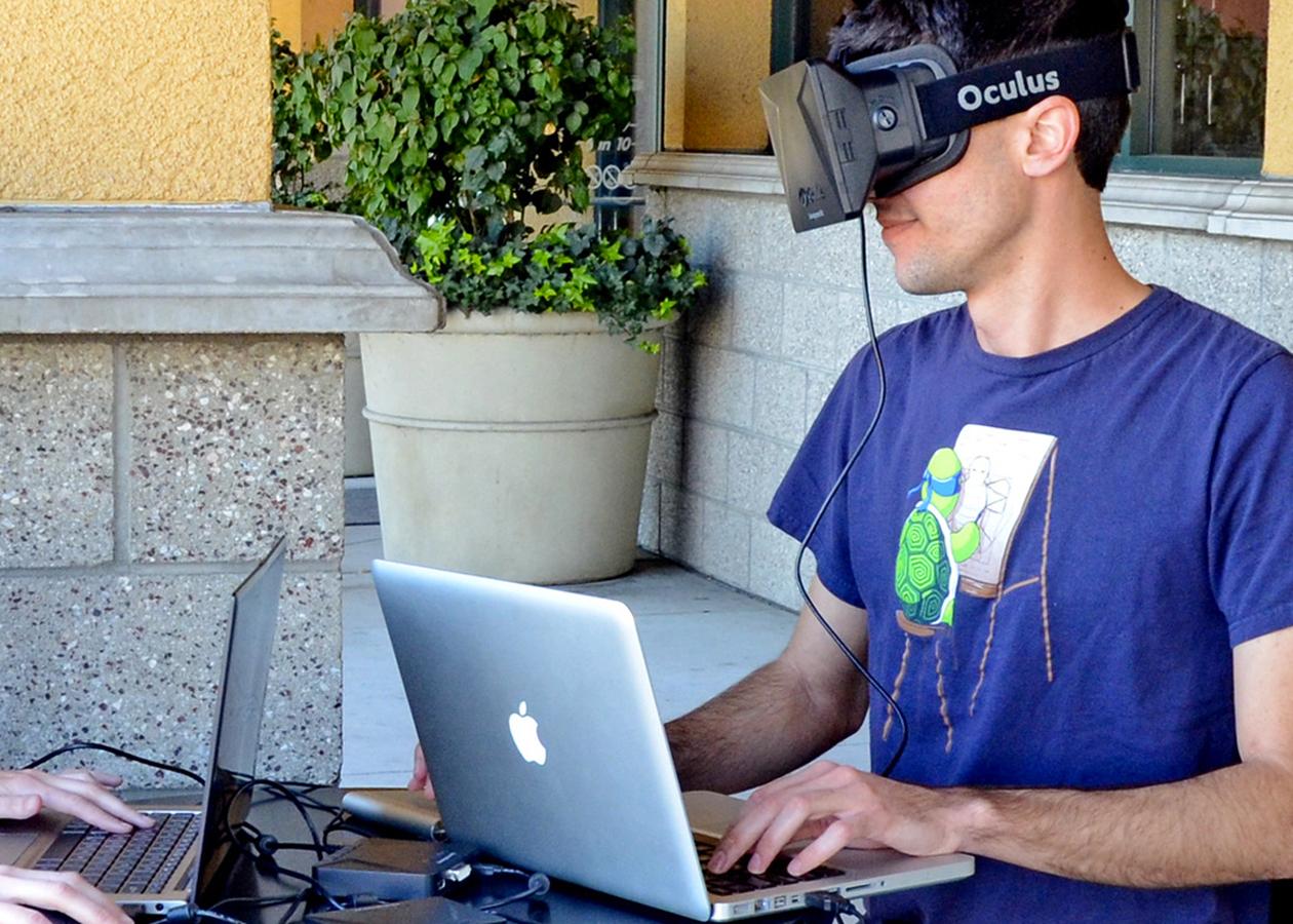 Создатель Oculus Rift назвал MacBook «слишком слабым» для шлема виртуальной реальности