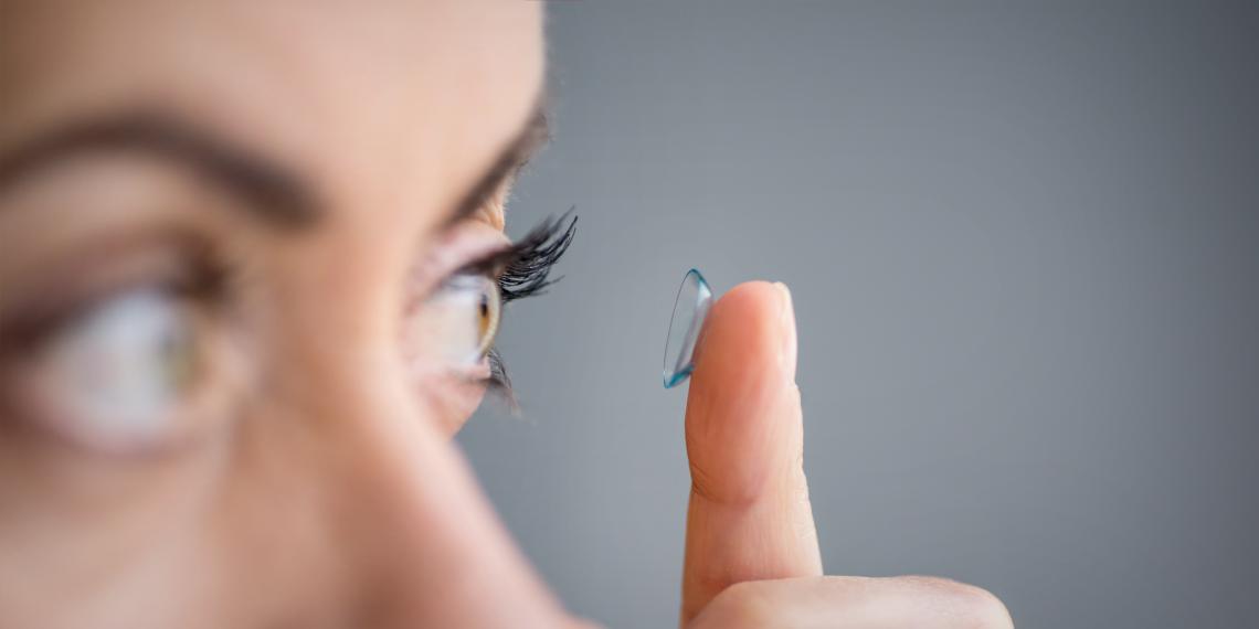 Почему контактные линзы могут нарушить микрофлору глаза и как этого избежать