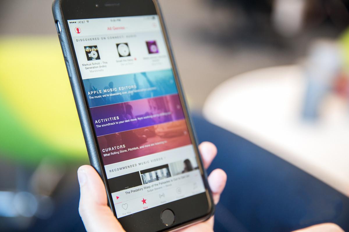 ФОТО: Билборды рекламных кампаний Apple в Париже, Сан-Франциско и Берлине