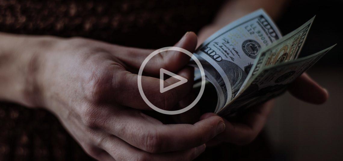 ВИДЕО: Как считать деньги не только быстро, но и очень эффектно