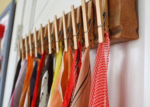 Хранение вещей в шкафу: прищепки для шарфов