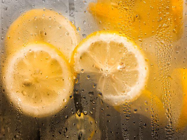 Лимонная вода от пятен на зеркале