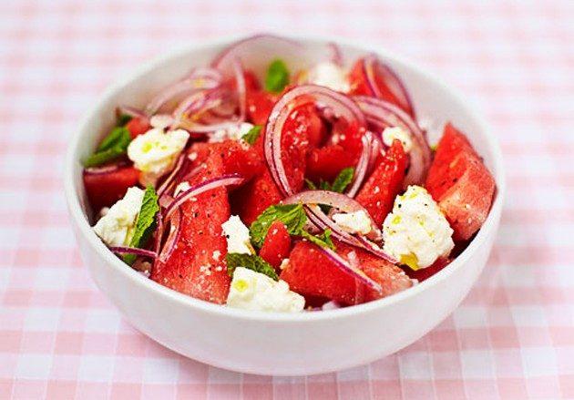 Блюда из арбуза: салат с сыром фета