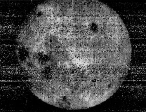 Первая фотография обратной стороны Луны