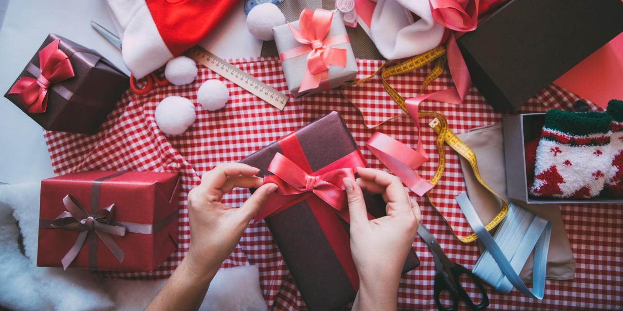 Как упаковать плакат в подарок