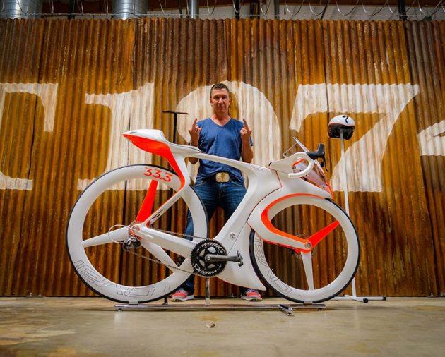 Роберт Эггер c концептом велосипеда fUCI