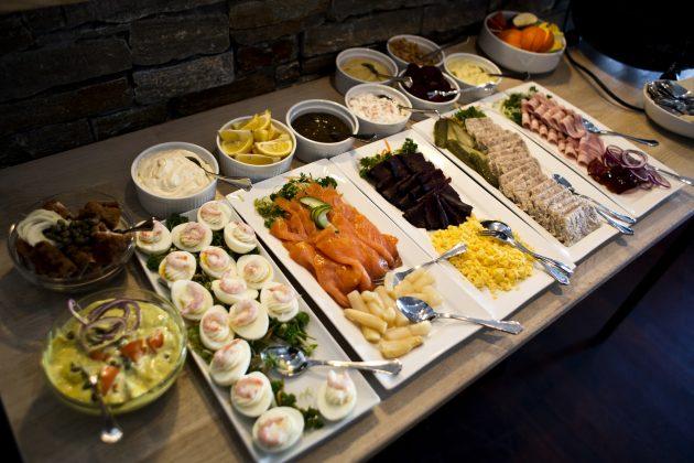 Как устроить вечеринку: старайтесь использовать меньше посуды