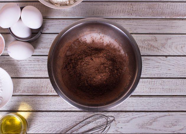 Праздничное шоколадное печенье: добавляем к сахару какао