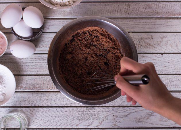 Праздничное шоколадное печенье: получаем пастообразную массу