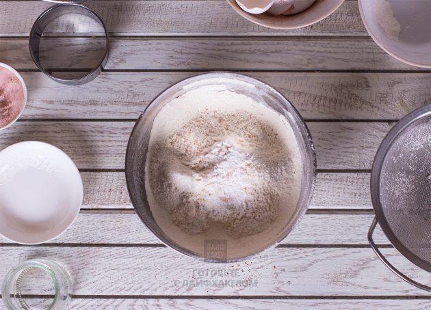 Праздничное шоколадное печенье: смешиваем сухие ингредиенты
