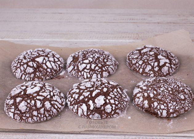 Праздничное шоколадное печенье выпекаем при 180 градусах