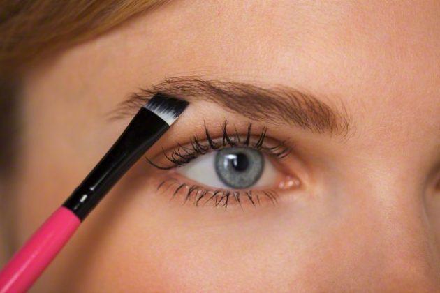 Скошенная кисть для макияжа бровей — вечерний макияж