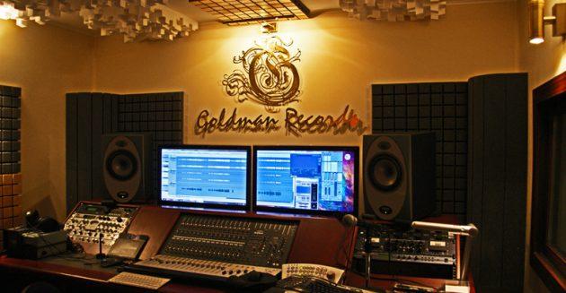 Подарки на Новый год: запись песни в студии