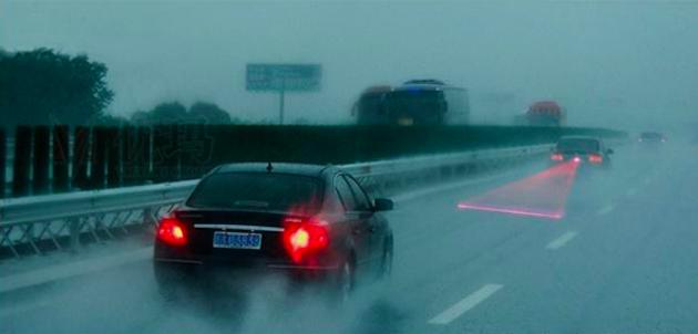 Проекционный стоп-сигнал для авто