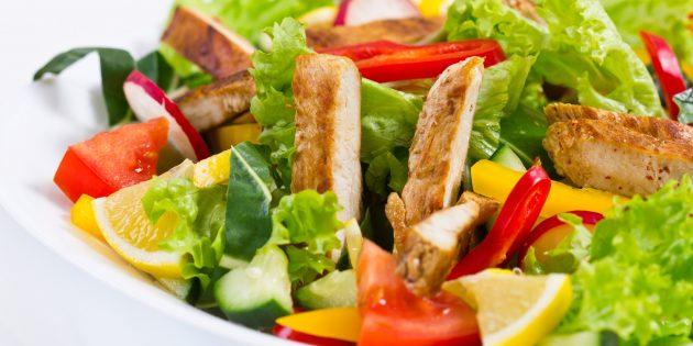 Цитрусовый салат с курицей, салат со свёклой и козьим сыром, капустно-яблочный салат с орехами