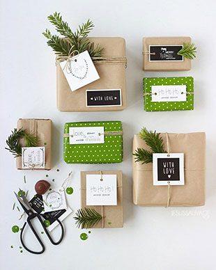 украсить новогодний подарок еловыми ветками