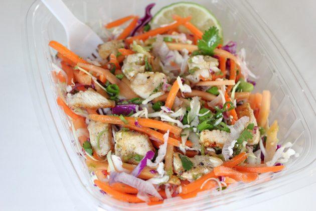 Цитрусовый салат с курицей