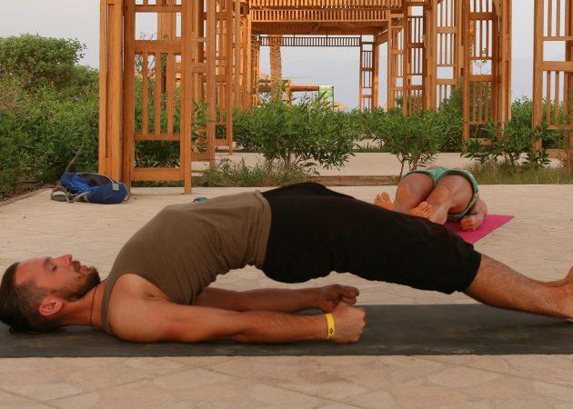 ВИДЕО: Простая йога для здоровья спины