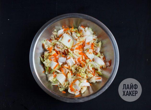 Как приготовить кимчи: промойте капусту с морковью ледяной водой