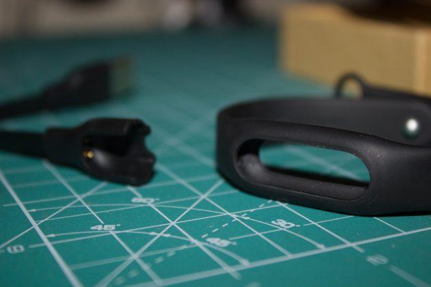 Отверстие, в которое вставляется капсула Xiaomi Mi Band 1S