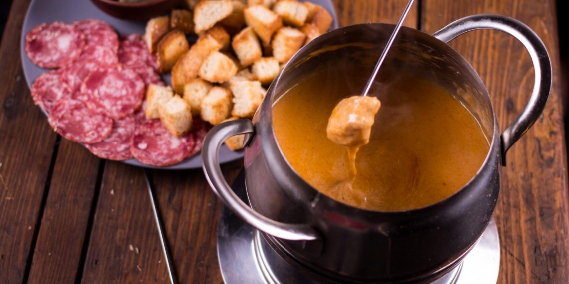 Как приготовить сырное фондю без рецепта