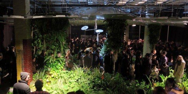 Как будет выглядеть подземный парк: центральной части склада установлен прототип потолка и растёт зелень