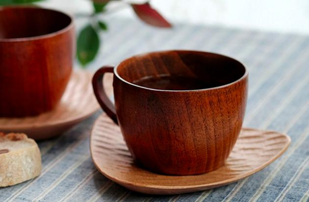Деревянная чашка с блюдцем