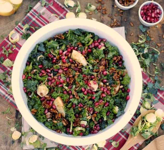 Витаминный салат с гранатом и яблоками