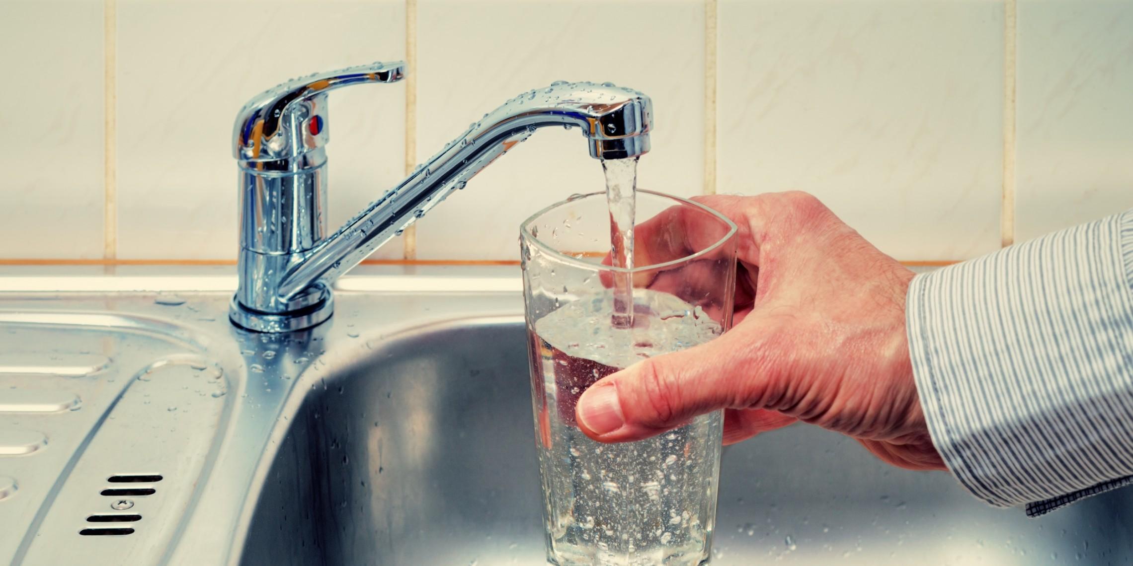 Почему вода из крана идет рывками в квартире