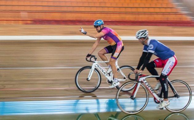 Четырёхкратный Ironman Виктор Жидков на велосипеде